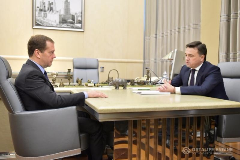 Медведев попросил Воробьева учитывать мнение жителей по благоустройству дворов