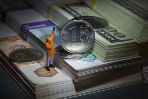 Доллар может подорожать к лету