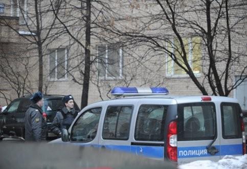 Неизвестный украл сумку с документами из машины сотрудника ФСБ на юге столицы