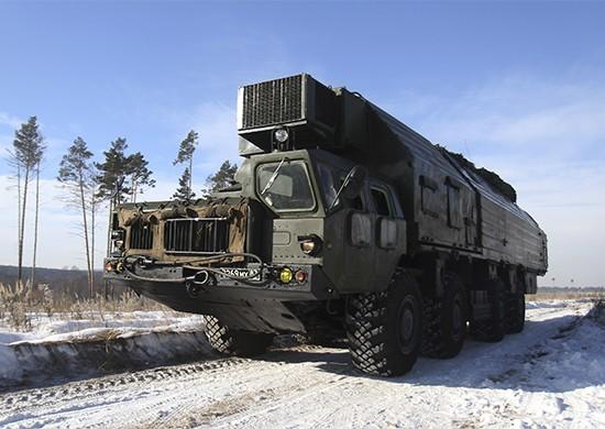 Расчеты ПГРК «Ярс» и «Тополь» соединения РВСН отработали преодоление зараженного участка местности