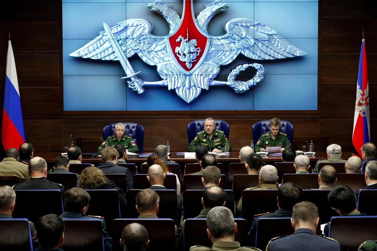 Заместитель Министра обороны РФ Александр Фомин провел брифинг для иностранных военных атташе