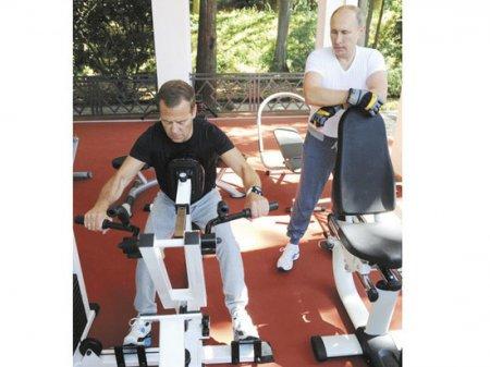 Денег нет: премьер Медведев беднее, чем пол кабмина