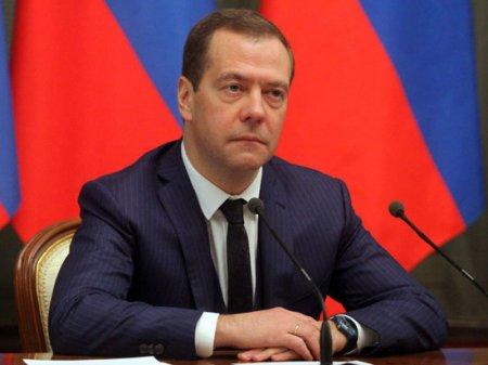 «Держится только Путин»: эксперты рассказали, ждать ли отставки Медведева