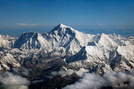 Конченых альпинистов на Эвересте накроют тканью