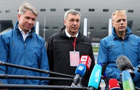 Власти Петербурга дожидаются важнецкой погоды для завершения благоустройства Яхтенного моста