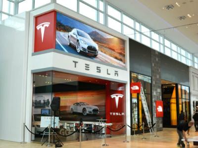 Tesla отзывает более 50 000 автомобилей из-за «ручника»
