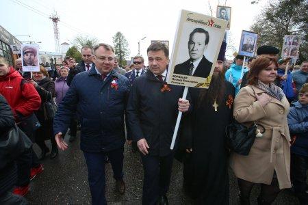 Воробьев встретил участие в акции «Бессмертный полк» в Волоколамске