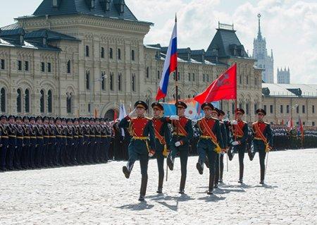 Всем участникам военного парада на Красной площади вручат медали и знаки «Участнику парада» и фотографии на память