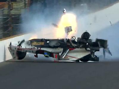 Видео: Гонщик уцелел в жуткой аварии на Indy 500