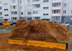 Челябинские песочницы наполнили глыбами глины. ФОТО