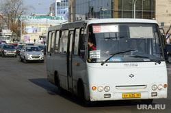 Четыре из десяти водителей маршруток Екатеринбурга не получили нужные водительские удостоверения. Это уже повлияло на город