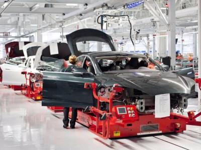 Глава Tesla лично выполнит опасные работы на заводе