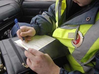 Инспекторы ДПС блокируют иностранцев наМКАД