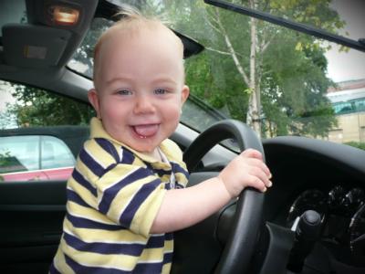 Детей запретили оставлять одних в припаркованном автомобиле
