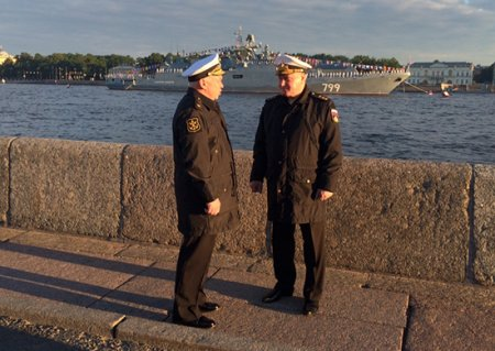 На Неве прошла ночная тренировка Главного военно-морского парада под руководством главкома ВМФ России