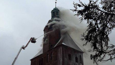 Собор XIII века загорелся в польском Гожув-Велькопольски