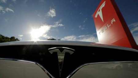 Батареи электрогрузовика Tesla хватит на 300-500 километров