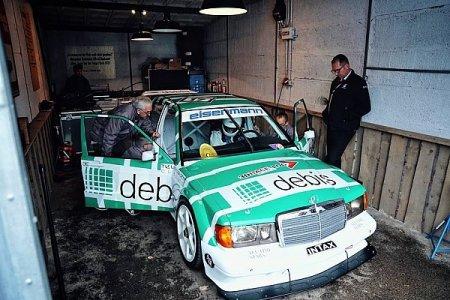 Видео: Тото Вольф за рулем гоночного Mercedes 1991 года