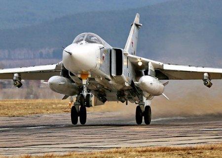 Экипажи бомбардировщиков Су-24МР обнаружили в устье реки Волги колонну военной техники условного противника и уничтожили её