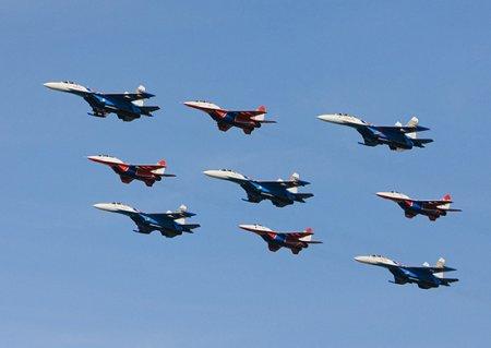 Экипажи «Русских Витязей» и «Стрижей» отработали авиационное прикрытие бомбардировочной и транспортной авиации
