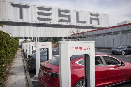 Будто девала у Tesla с производством Model 3?