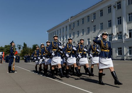В высшие военные учебные заведения ВКС России поступило более 100 девушек