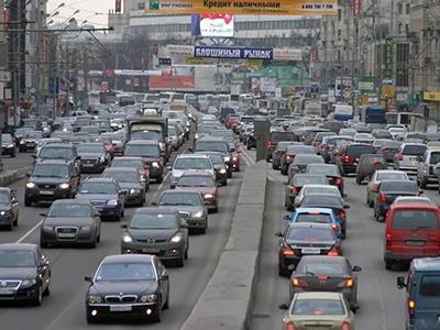 Московским водителям осталось по 29 квадратных метров дорожного полотна