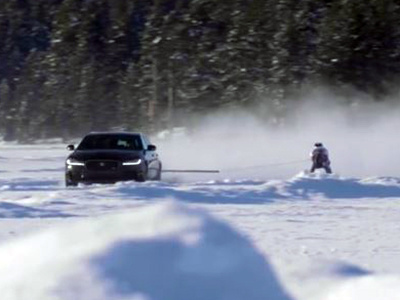Видео: Jaguar разогнал лыжника до 188 км/ч