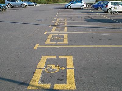 Инвалидам разрешат парковаться как попало