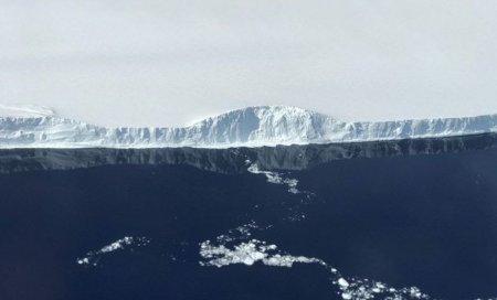 #фото дня | NASA опубликовало фотографии гигантского айсберга, изолировавшегося от Антарктиды