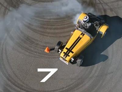 Видео: 60 секунд, 19 «бубликов», 310 сил и один Caterham Seven