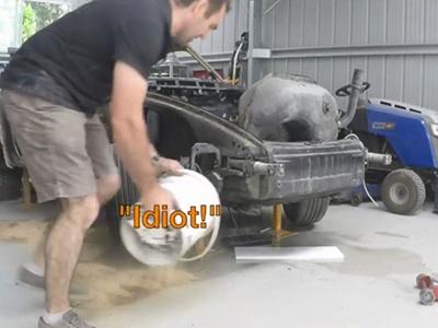Видео: Полтора года реставрации Porsche 911 за 4 минуты