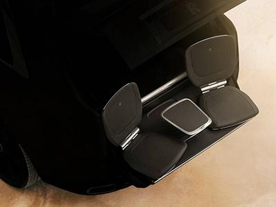 Внедорожник Rolls-Royce получит выдвижные кресла