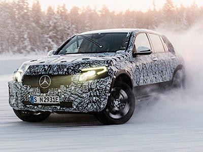 Mercedes-Benz показал «шпионские фото» электро-кроссовера EQC