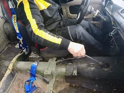 Видео: Смельчак насильно включил заднюю на жигулях на ходу
