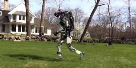 #видео дня | Роботы Atlas и SpotMini на прогулке