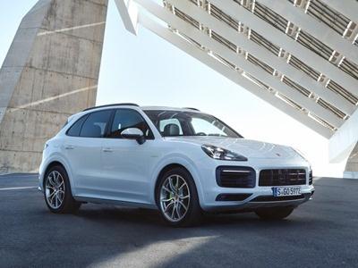 Новый Porsche Cayenne получил гибридную версию