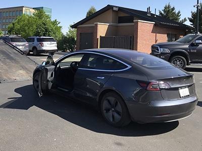 Tesla Model 3 проехала почти 1000 км на одной батарее