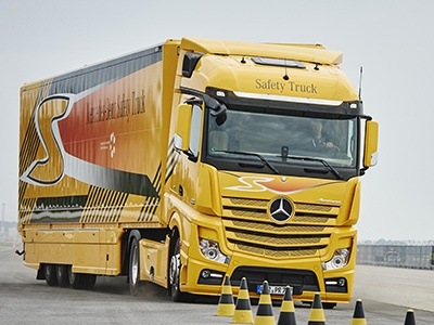 Daimler приостановил поставки двигателей для грузовиков из-за вредных выхлопов