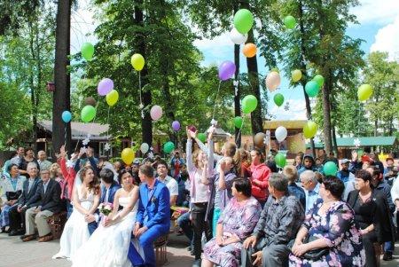 Кинопоказы, концерты и мастер-классы пройдут в парках Подмосковья ко Дню семьи, любви и верности