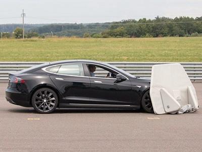 Tesla Model S провалил тест на автоматическое экстренное торможение