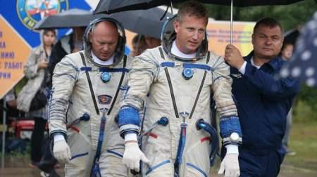 Смотрите в прямом эфире: российские космонавты выходят в открытый космос