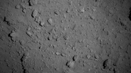 Японский зонд «Хаябуса-2» сфотографировал поверхность астероида Рюгу крупным планом