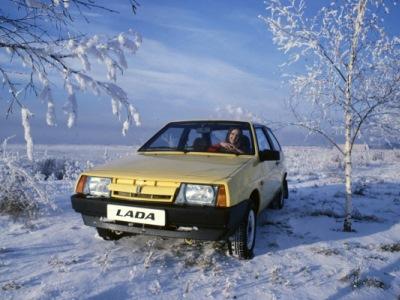 Россияне рассказали о своих первых автомобилях
