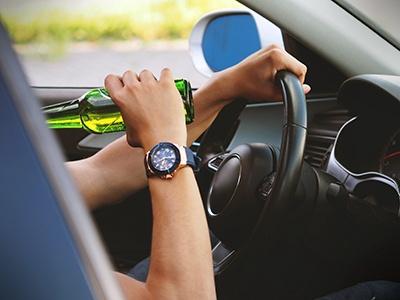 Скрывшихся с места аварии водителей будут считать пьяными