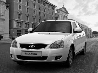 Из автосалонов исчезли три модели Lada