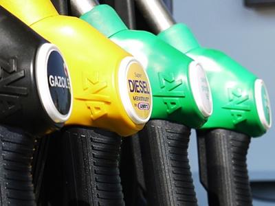 Правительство обвалило биржевые цены на топливо