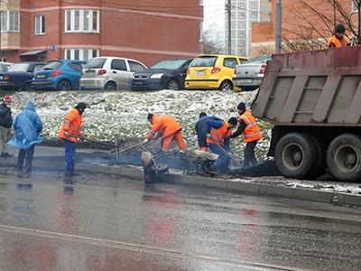 Росавтодор разрешил укладку асфальта в мороз, снег и дождь