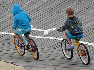 В Госдуме предложили выдавать школьникам права на велосипеды