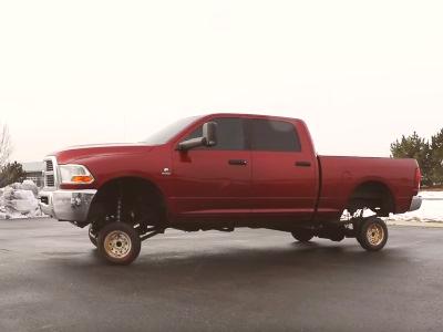 Американец «облагородил» пикап Dodge крошечными колёсами